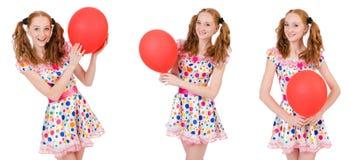 La mujer joven con el globo rojo aislado en blanco Imagen de archivo libre de regalías