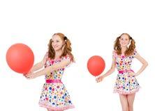La mujer joven con el globo rojo aislado en blanco Foto de archivo libre de regalías