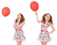 La mujer joven con el globo rojo aislado en blanco Fotos de archivo