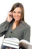 La mujer joven con el libro y el teléfono Foto de archivo