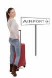 La mujer joven con su maleta va al aeropuerto Foto de archivo