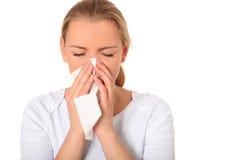La mujer joven consiguió una gripe Imagenes de archivo