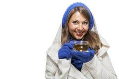 La mujer joven de moda en un azul hizo punto el conjunto del invierno Fotos de archivo