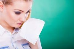 La mujer joven del trastorno triste está llorando Fotografía de archivo