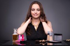 La mujer joven en concepto del maquillaje de la belleza Fotos de archivo