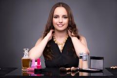 La mujer joven en concepto del maquillaje de la belleza Foto de archivo libre de regalías
