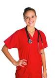 La mujer joven en rojo friega Fotos de archivo