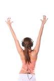 La mujer joven está escuchando la música Imagenes de archivo