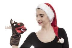 La mujer joven feliz se vistió por Año Nuevo sobre blanco Foto de archivo
