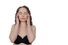 La mujer joven hace masaje facial Imagen de archivo libre de regalías