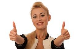 La mujer joven hermosa que gesticulaba éxito con el pulgar para arriba aisló o Imagen de archivo