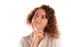 La mujer joven hermosa que tiene un serio piensa en algo Imagen de archivo