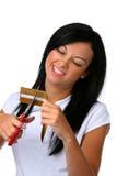 La mujer joven la corta de la tarjeta de crédito Fotos de archivo