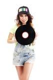 La mujer joven linda en vaqueros pone en cortocircuito llevar a cabo el disco de vinilo Imágenes de archivo libres de regalías