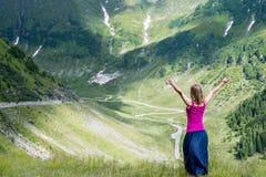 La mujer joven Meditate fotos de archivo