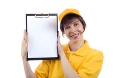 La mujer joven muestra el espacio en blanco Imágenes de archivo libres de regalías