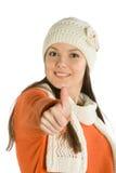 La mujer joven que da los pulgares sube la muestra Imagenes de archivo