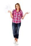 La mujer joven que sostiene una escala y que gesticula no sabe Fotos de archivo