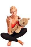 Muchacha rubia joven hermosa con el oso de la felpa Imagenes de archivo