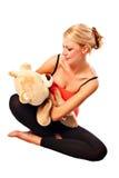 Muchacha rubia joven hermosa con el oso de la felpa Fotos de archivo libres de regalías