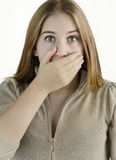 La mujer joven tiene miedo Imagen de archivo libre de regalías