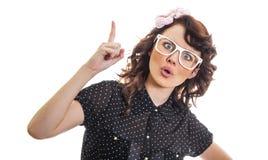 La mujer joven tiene una idea y mostrar con su finger para arriba Fotos de archivo