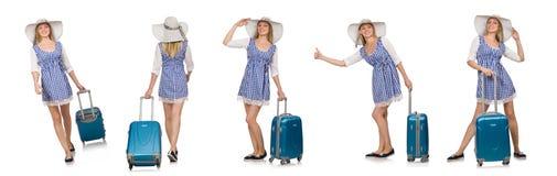 La mujer lista para el viaje del verano aislado en blanco Foto de archivo
