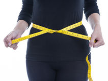 La mujer lleva la ropa del cuerpo negro con la cinta métrica amarilla, healt Fotos de archivo