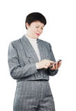 La mujer marca número por el teléfono Fotos de archivo