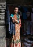 La mujer mayor en el cuadrado durbar de Katmandu en Nepal Fotografía de archivo