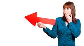 La mujer muestra la manera correcta con una flecha imagen de archivo libre de regalías