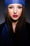 La mujer musulmán con el pañuelo en concepto de la moda fotografía de archivo