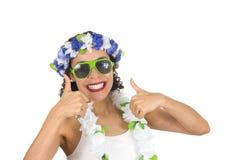 La mujer negra soporta sus pulgares Positivo, feliz Adolescente brasileño Foto de archivo