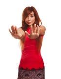 La mujer no muestra a gesto ninguna mano cerrada las emociones Fotografía de archivo libre de regalías