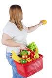La mujer obesa sostiene la naranja fresca Imagen de archivo