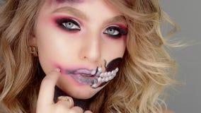 Videos De Maquillaje De Halloween.Actitudes Modelo Para La Camara En El Estudio En Su Maquillaje Para