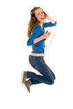 La mujer que salta con el jugador MP3 Foto de archivo