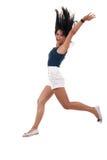 La mujer que salta con los brazos para arriba Fotos de archivo