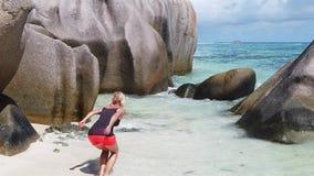 La mujer que salta en Seychelles metrajes