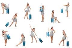 La mujer que viaja con la maleta aislada en blanco fotografía de archivo
