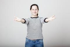 La mujer quiere abrazarle imagen de archivo libre de regalías