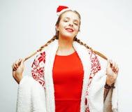 La mujer rubia sonriente bastante feliz de los jóvenes en la Navidad en el sombrero rojo y el día de fiesta de santas adornó la t Fotos de archivo