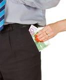 La mujer saca el dinero del bolsillo Imágenes de archivo libres de regalías