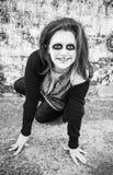 La mujer sonríe diabólico imagen de archivo