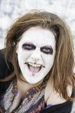 La mujer sonríe diabólico fotos de archivo