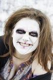 La mujer sonríe diabólico imagenes de archivo