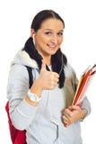 La mujer sonriente del estudiante da los pulgares Foto de archivo