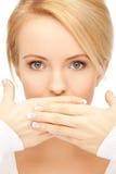 La mujer sorprendente con entrega la boca Imagenes de archivo
