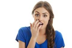 La mujer sorprendida con entrega la boca Imágenes de archivo libres de regalías