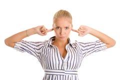 La mujer tapa los dedos en oídos Foto de archivo libre de regalías